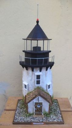 Faro di brat point Garden Lighthouse, Clay Pot Lighthouse, Garden Windmill, Lighthouse Art, Pvc Pipe Crafts, Diy And Crafts, Driftwood Projects, Stone Cottages, Owl House