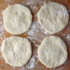 Pita recept, ami házilag is könnyedén elkészíthető Thing 1, Cookies, Desserts, Food, Crack Crackers, Tailgate Desserts, Deserts, Biscuits, Essen