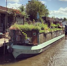 Houseboat Ideas, Narrow Boat, Canal Boat, Mobile Home, Aesthetic Photo, Tiny Houses, Home Projects, Travelling, Camper