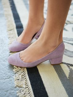 Great color! And chunky heel