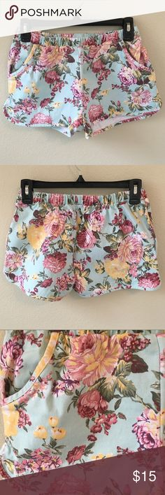 New Mossimo Pink Butterfly print Shorts 98/% Cotton 2/% Spandex 15 17