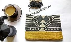 Crochet side bag pattern, pdf with graph and round by round written instructions, wayuu inspiration Crochet Unique, Love Crochet, Bead Crochet, Crochet Motif, Crochet Stitches, Crochet Patterns, Crochet Clutch, Crochet Purses, Crochet Bags