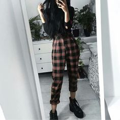 Teen Fashion : Sensible Advice To Becoming More Fashionable Right Now – Designer Fashion Tips Indie Outfits, Grunge Outfits, Edgy Outfits, Grunge Fashion, Outfits For Teens, Fashion Outfits, Artsy Outfits, Indie Clothes, Aesthetic Grunge Outfit
