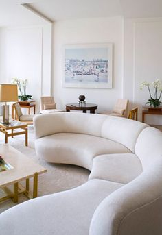 Elegant Curved Sofa Design and Pictures 30 - Awesome Indoor & Outdoor All White Room, Living Room White, New Living Room, Small Living Rooms, Living Room Modern, Living Room Designs, Living Room Decor, Modern Couch, White Walls