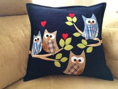 Cushion Embroidery, Applique Cushions, Embroidery Stitches, Cat Crafts, Diy And Crafts, Cute Pillows, Throw Pillows, Blue Jean Quilts, Owl Pillow