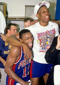 Fotografia de notícias : Detroit Pistons Isiah Thomas and Dennis Rodman. Detroit Basketball, Detroit Sports, Love And Basketball, Basketball Legends, Sports Basketball, Basketball Players, Basketball Jones, Dennis Rodman, Detroit Pistons