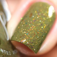 'Lotus Love' features a rainbow of shifting flakies as well as silver and gold ultra holographic glitters in a moss crelly base!Polish is opaque on its own in 2 coats, depending on application. Each bottle contains 2 large steel balls for mixing.Bottles are 13.2ml. All polishes are 5-Free and as always, cruelty-free.Swatches/Photos by @bepinselt @de.lish.ious.nails @queenofnails83 @lalalovenailartNote: The color of the swatches may vary depending on the lighting us...