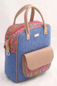 Bolsa Jeans Colorida Denim Tote Bags, Diy Tote Bag, Bag Quilt, Diy Bags Patterns, Purses And Bags, My Bags, Potli Bags, Quilted Bag, Fabric Bags