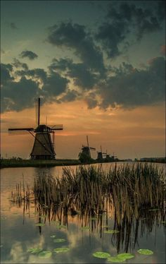 Voyage to Netherlands - cool image Holland Windmills, Old Windmills, Moulin France, Water Tower, Le Moulin, Belle Photo, Beautiful Landscapes, Land Scape, Wonders Of The World