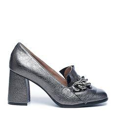 Geef je outfit een sparkle met deze zilveren pumps! #Sacha #leren #pumps #wehkamp #fashion #trend #shoes #schoenen #zilver #metallic