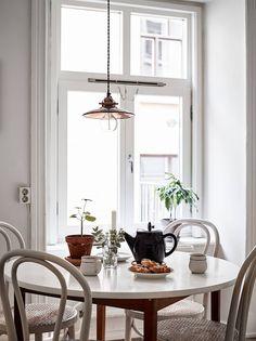 Stadshem, Http://trendesso.blogspot.sk/2015/11/ · ROUND TABLES.