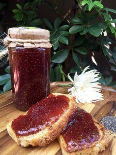 Geleia de morango com chia! Aprenda a preparar essa receita deliciosa.