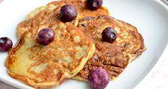 Gezonde pannenkoeken met banaan en ei:   1 banaan, 2 eieren, tl bakpoeder, kaneel. Mixen in blender. Met griekse yoghurt, blauwe bessen en maple syrup. Yummie!