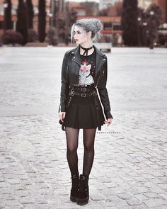 Three Gothic Fashion Tips That You Should Use – Angels and Demons Dark Fashion, Grunge Fashion, Gothic Fashion, Alternative Mode, Alternative Fashion, Hot Goth Girls, Gothic Girls, Skirt Fashion, Fashion Outfits