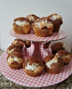 Briose cu crema de nuca de cocos Homemade Food, Muffins, Cupcakes, Sweets, Drinks, Breakfast, Desserts, Recipes, Drinking