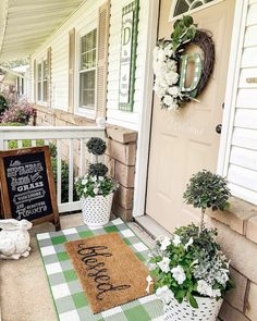 30 Gorgeous And Inviting Farmhouse Style Porch Decorating Ideas Farmhouse Front Porches, Country Farmhouse Decor, Farmhouse Style, Porch Decorating, Decorating Ideas, Decor Ideas, Building A Porch, Outdoor Spaces, Outdoor Decor