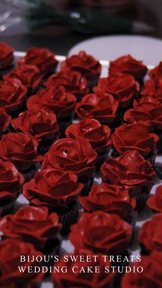 how to make mini rose cupcakes by bijou's sweet treats wedding cake studio. food videos how to make mini rose cupcakes Cupcake Decorating Tips, Buttercream Cake Decorating, Cake Decorating Designs, Cake Decorating Techniques, Bolo Cake, Un Cake, Cupcake Cake Designs, Cupcake Cakes, Pretty Cakes