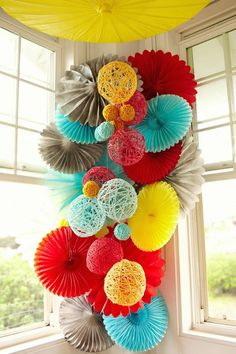 Fun Multipurpose DIY Pom Pom Mobile/Chandelier (DIY Pom Pom Mobile/Chandelier Project)