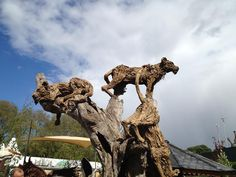 James Doran-Webb, the incredibly talented driftwood sculptor whom we wrote about previously, has expanded his work from majestic horses to terrifying driftwood dragons that seem prepared to terrorize the village folk in the surrounding countryside.