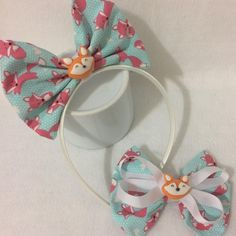"13 curtidas, 1 comentários - Adriana Freitas (@didilacos) no Instagram: ""Muito charmosa essa raposinha! ❤️ #laços #lacosmeninas #amoremlaços #lacosdefita #lacosdecabelo…"" Fabric Bows, Diy Hairstyles, Grosgrain, Hair Bows, Headbands, Diy And Crafts, Felting, Alice, Kit"