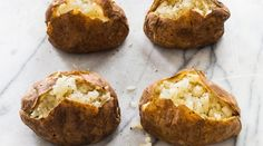 To produce perfect baked potatoes with an evenly fluffy interior, America's Test Kitchen figured out the ideal process and doneness temperature. Yummy Vegetable Recipes, Side Dish Recipes, Potato Recipes, Yummy Recipes, Free Recipes, Yummy Food, Best Baked Potato, Perfect Baked Potato, Veggie Main Dishes
