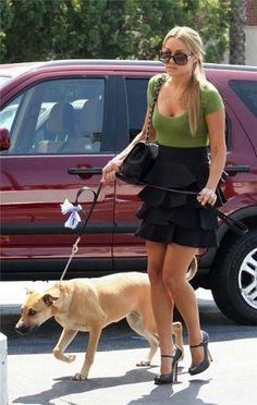 I love the outfit but who dresses this way to walk a dog haha