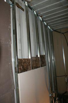 nstalación del sistema de aislamiento de las paredes en el interor, Contiene una Casa, 2011.