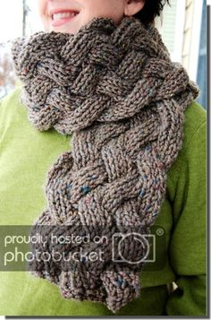 braided scarf tutorial Pour quand je me mets au tricot :) Knitting Stitches, Knitting Patterns Free, Knit Patterns, Free Knitting, Free Pattern, Cable Knitting, Start Knitting, Knit Or Crochet, Crochet Scarves