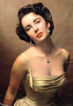 """Fashion Diva: Elizabeth Taylor was only 5' 2"""" tall and measured 36"""" bust 21"""" waist and 36"""" hips (about a 4-6 in today's sizing standards) and she was known for her fearless sense of style and throughout the years"""