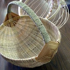 Syrendell: Basket Weaving at the Retreat Weaving Projects, Weaving Art, Weaving Patterns, Diy Projects, Willow Weaving, Basket Weaving, Basket Crafts, Pin On, Paper Basket