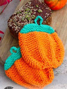 Kijk wat ik gevonden heb op Freubelweb.nl: een gratis breipatroon van Garnstudio Drops om deze leuke pompoen pannenlappen te maken https://www.freubelweb.nl/freubel-zelf/gratis-breipatroon-pannenlap/