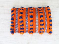 berber cushion orange and blue. cojín bereber naranja y azul. dar amïna blog.