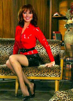 Looking hot in latex Carol Vordeman, Good Looking Women, Tv Presenters, Sexy Latex, Golden Girls, Skin Tight, Older Women, Sexy Legs, Dame