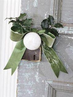 ❥ Festive up your doorknobs!