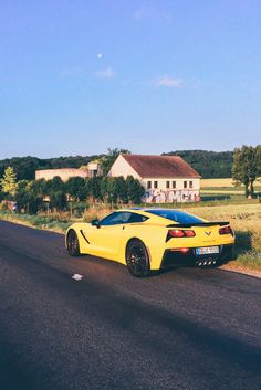 In der neuen Corvette C7 zum 24 Stunden Rennen nach Le Mans mit Chevrolet! Eine Woche Alltag mit der Corvette C7. Fahrbericht und Reisebericht.