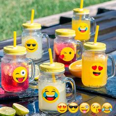 Presenting the unusual and fun Emojis small mugs with lids and straws (pack of 6 small glass mugs with emojis Screw-on metal lids with holes for straws Plastic straws Approx. capacity: 450 mL Approx. dimensions: 7 x 13 x 10 cm Emoji Theme Party, Emoticons, Smileys, Minion Birthday, 12th Birthday, Birthday Stuff, Cool Emoji, Cocktails Bar, Movie Decor