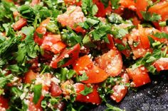 Mediterranean tabouli salad – a great and quick salad with bulgur wheat, garlic, tomatoes and parsley.