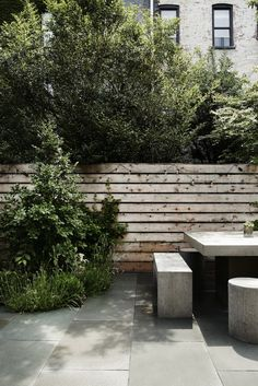 Before & After: A Modern Townhouse Garden in Brooklyn - Gardenista Townhouse Garden, Modern Townhouse, Modern Garden Design, Contemporary Garden, Yard Design, Fence Design, Cement Design, Design Design, Kew Gardens