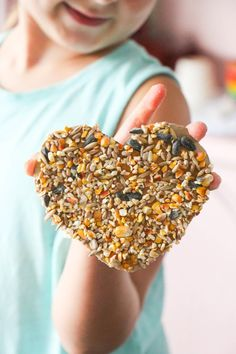 This DIY bird feeder is a fun craft project for kids. It inspires them to get outside with nature and have fun watching the birds eat from their homemade feeder! Diy And Crafts Sewing, Crafts To Sell, Fun Crafts, Simple Crafts, Daycare Crafts, Toddler Crafts, Preschool Crafts, Craft Projects For Kids, Crafts For Teens
