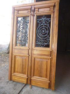 Puerta doble hoja en madera de pinotea con rejas en 2019 for Puerta de madera doble estilo antiguo