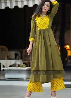 Cotton-Linen Kurti with beautiful prints placement and detailing. Simple Kurti Designs, Kurta Designs, Blouse Designs, Sleeve Designs, Kurti Patterns, Dress Patterns, Indian Dresses, Indian Outfits, Girl Fashion