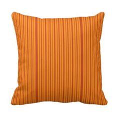 Einfaches gelb-orangees gestreiftes abstraktes kissen
