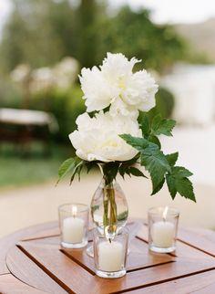 Modern classy ivory wedding flowers: http://www.stylemepretty.com/2016/09/05/all-white-ojai-valley-inn-wedding/ Photography: Joel Serrato - http://joelserrato.com/