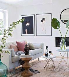 Å få bildene opp på veggen kan være et lite kunststykke i seg selv. Må de henge på rett linje? Hvilke bilder passer sammen og hvordan i alle dager henger man opp en gruppe bilder uten at det ser rotet ut? Fortvil ikke. Her gir fotograf og … Accent Chairs, Gallery Wall, Frame, Furniture, Home Decor, Upholstered Chairs, Picture Frame, Decoration Home, Room Decor