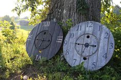 Giant Clocks made from old wire spools. Barnwood finish and dark stain finish. Old Wood Crafts, Wire Spool Tables, Pallet Clock, Outdoor Clock, Wood Spool, Cable Spools, Thread Spools, Craft Day, Wood Clocks