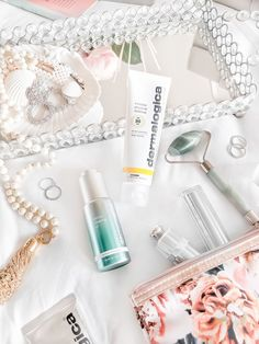Skinimalism - a more simple approach to skincare. Learn how I cut down my skincare routine to just a few simple products. Diy Beauty, Beauty Skin, Beauty Makeup, Beauty Hacks, Beauty Tips, Best Skincare Products, Beauty Products, Minimalist Skincare, Best Skin Care Routine