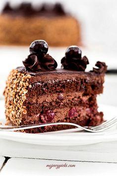 #NTSTranslation #Chocolate_cake ... chocOlate hungarian cake with cherries amaretto & liquor ...