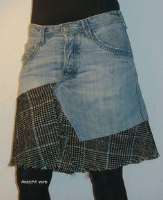 Jeans-Stufen-Rock  Heller stonewash Jeansrock mit karierten Details.  5-Pocket (kleine Tasche vorn mit gestaltetem Loch), Ziernähte Knopfleiste Der Bund ist leicht gefranst.   Zur Seite...