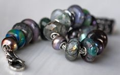 From Trollbeads Gallery - artist Ginger Hattan. She has a brilliant color sense and an amazing collection. This is really beautiful!