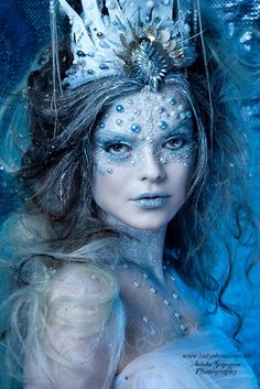 46 Super ideas photography ideas snow ice queen 46 Super ideas photography ideas snow ice queenYou can find Ice queen and more on our Super ideas p. Ice Queen Makeup, Ice Makeup, Halloween Make Up, Halloween Face Makeup, Ice Queen Costume, Fantasy Make Up, Fairy Fantasy Makeup, Fantasy Hair, Fairy Makeup